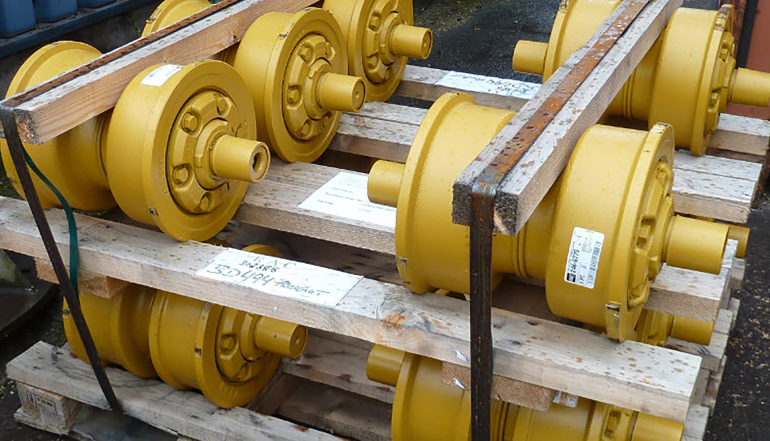 Undercarriage parts for heavy duty construction machines